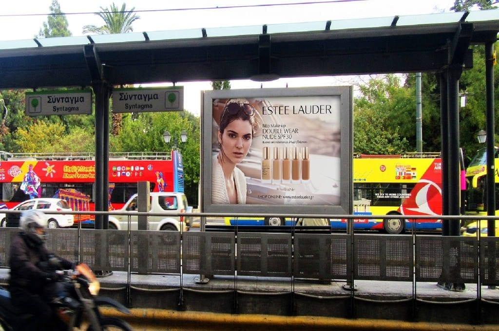 διαφήμιση σε σταθμούς του Τραμ